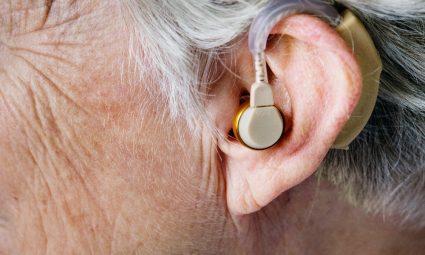 Slecht horen, verleden tijd! (1)